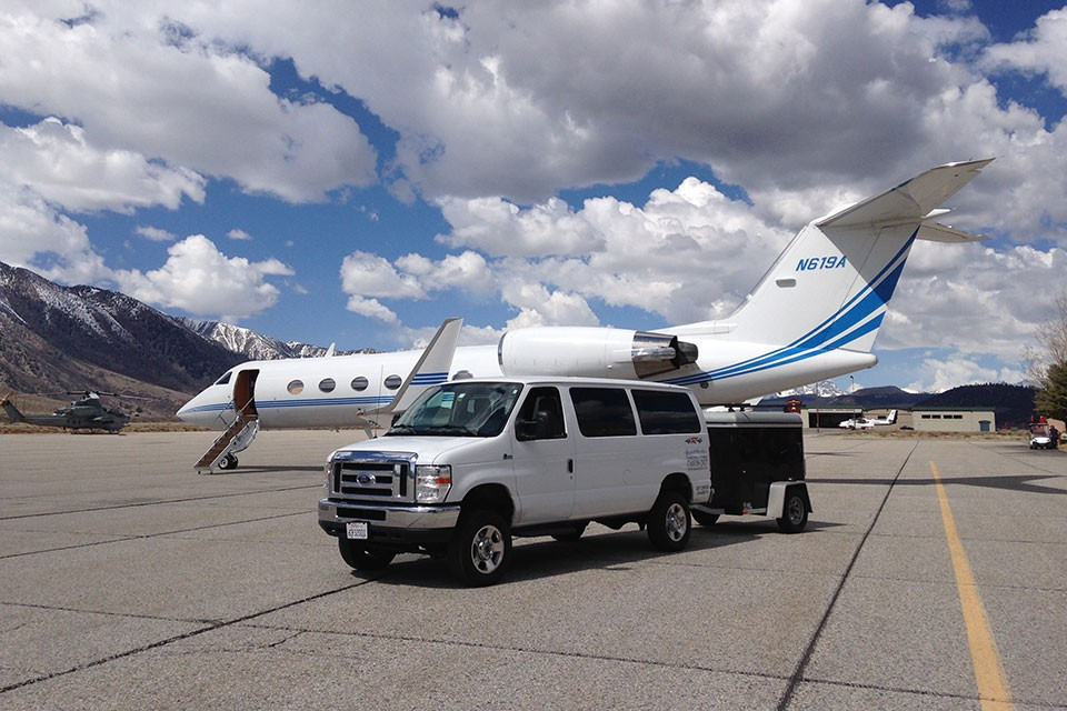 Passenger Pickup on the Tarmac at Mammoth Airport